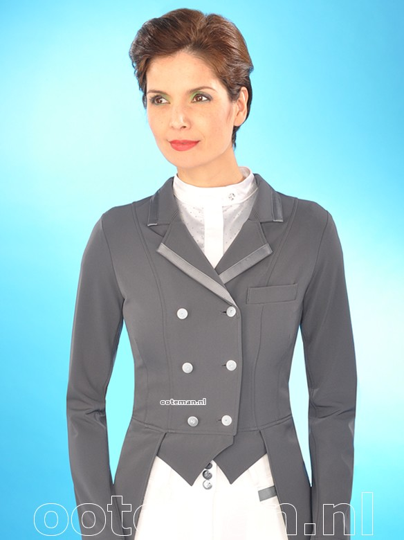 Kentucky Dressage Tailcoat Champion Antra Ooteman Equestrian